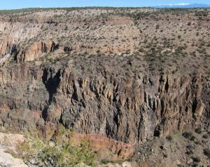 The walls of Frijoles Canyon near Upper Falls viewed from above.  Layers from the top: Bandelier tuff, basalt, maar deposits.  Click for a larger image.